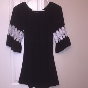 Boutique black with white lace tunic. Size S/M 💜